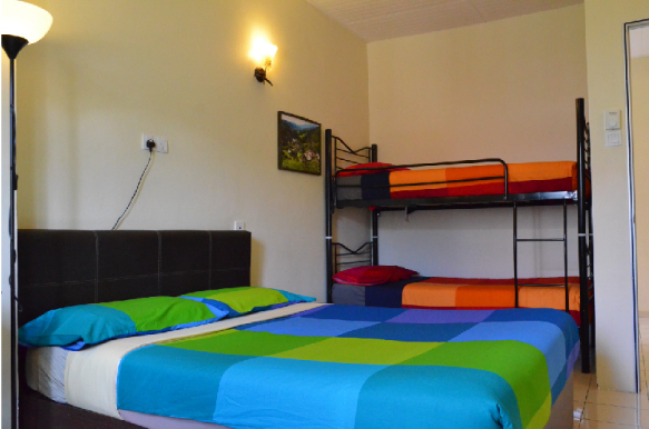 Quad room with shared bathroom  (1 queen size bed + 2 single beds)