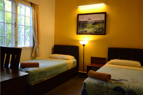 Twin rooms with shared bathroom  (2 single beds)