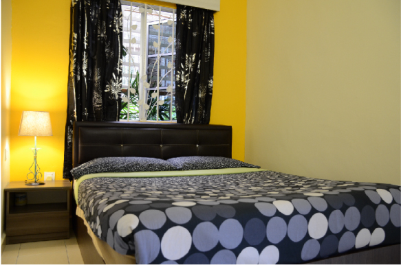 Double rooms with shared bathroom (1 queen size bed)